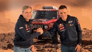 Carlos Sainz y Lucas Cruz, durante el acto en la sede del Grupo BMW en Madrid