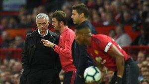 Carrick asumirá el papel de técnico interino tras la salida de Mourinho