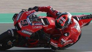 Danilo Petrucci en acción sobre su Ducati