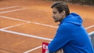 David Ferrer contempla la pista días antes de retirarse