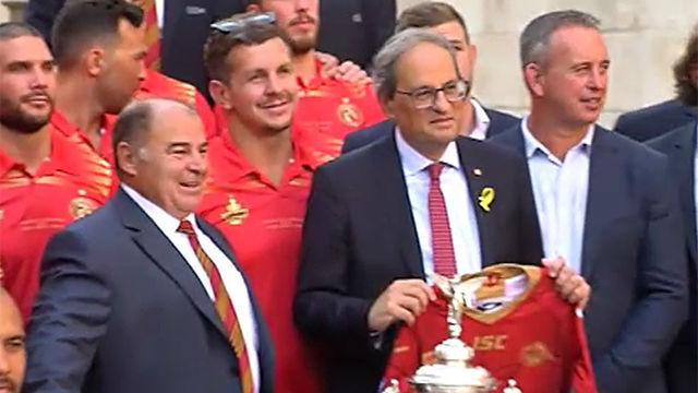 Dragons Catalans la Challenge Cup con una haka delante de Quim Torra
