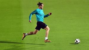 Gareth Bale en un momento del entrenamiento del Real Madrid en el estadio de la New York University de Abu Dhabi
