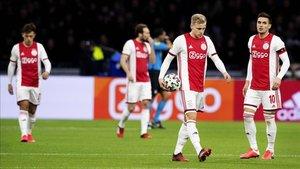 Jugadores del Ajax ante el AZ Alkmaar