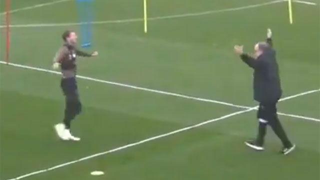 Le llaman loco por cosas así: La increíble reacción de Bielsa a un gol en un entrenamiento