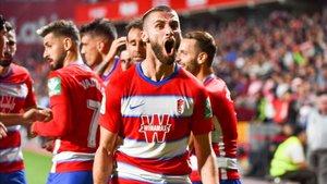 Los jugadores del Granada celebran el tanto del triunfo nazarí