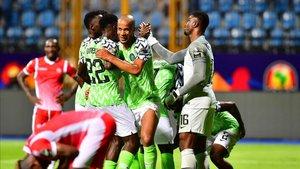 Los nigerianos celebrando el tanto de Ighalo