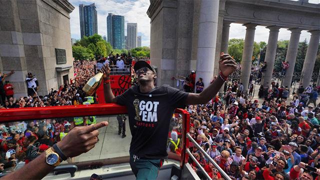 Los Raptors celebran en Toronto el título de la NBA ante miles de aficionados