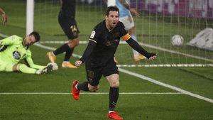 Messi, celebrando el gol de Olaza en propia portería