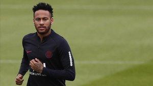 Neymar acabó el entrenamiento de esta mañana en solitario
