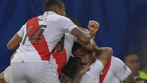 Perú derrotó a Bolivia en un partido que le costó más de la cuenta