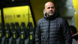 Peter Bosz intuye desbandada en el Ajax