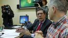El presidente del Tribunal Administrativo del Deporte, Enrique Arnaldo, conversa con Fernando Corral