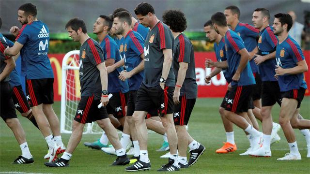 El primer entrenamiento de Fernando Hierrro al frente de la selección
