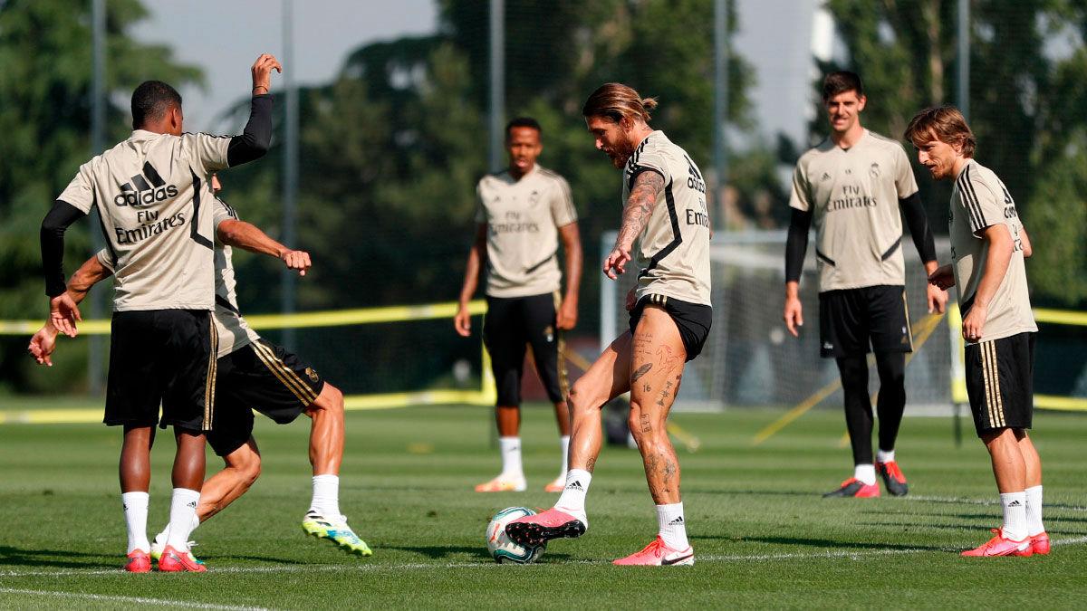 Rondos y fútbol-tenis en el entrenamiento del Madrid