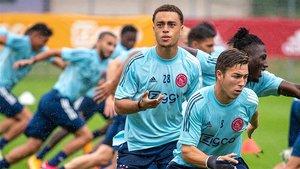 Sergiño Dest, durante un entrenamiento del Ajax Ámsterdam