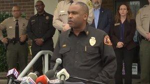 El sheriff de LA Alex Villanueva, durante su comparecencia ante los medios