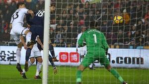 xortunotottenham hotspur s spanish striker fernando llore180102214213