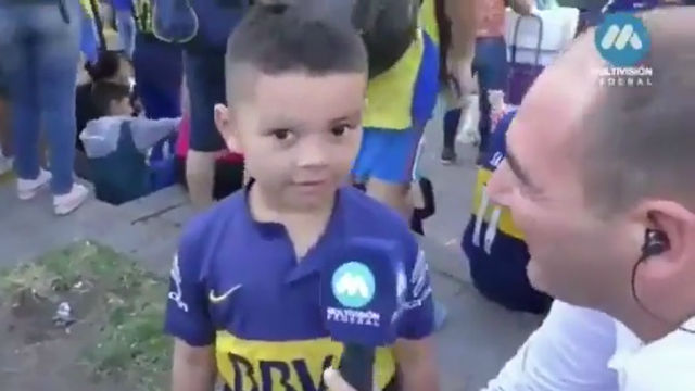 ¡Aguante River! La tierna confusión de este joven hincha de Boca que se ha hecho viral en Argentina