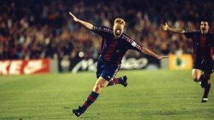 Así celebró Ronald Koeman el 3-0 en el Camp Nou en la semifinal a partido único contra el Oporto en abril de 1994