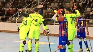 El Barça celebra el primer gol conseguido por Matías Pascual