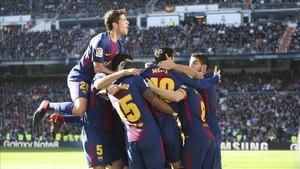 El Barcelona ha dado un golpe casi definitivo en el Bernabéu