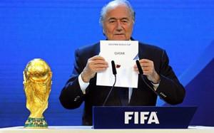 Blatter, ex presidente de la FIFA, reconoce sorteos amañados en la UEFA