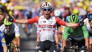 Caleb Ewan se impuso en el sprint final de la etapa 16 del Tour de Francia 2019
