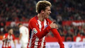 Griezmann celebra uno de sus goles ante el Sevilla