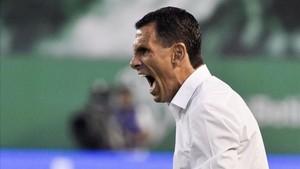 Gustavo Poyet durante su etapa como entrenador del Betis