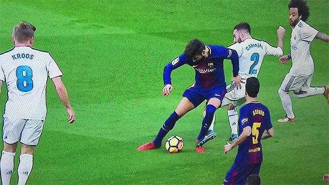 LALIGA | Real Madrid - FC Barcelona (0-3): Posible penalti sobre Piqué