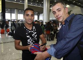 Las imágenes de la salida de Douglas rumbo a Barcelona