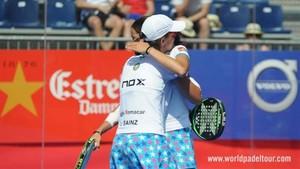 Lucía y Gemma celebran el pase a semifinales en la central del Valladolid Open