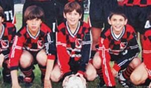 Messi ingresó oficialmente en las categorías inferiores de Newells el 30 de marzo de 1994