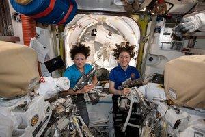 La NASA ofrece un directo de su misión de recambio de baterías en la ISS