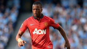 Patrice Evra defendiendo la camiseta del Manchester United