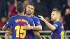 Paulinho y Alba felicitando a Suárez por su gol
