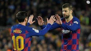 Piqué y Messi celebran el gol ante la Real Sociedad