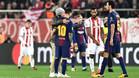 Lo que faltaba por ver... Un espontáneo pidió un selfie a Messi en pleno partido contra el Olympiacos