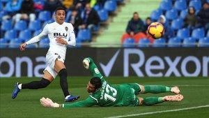 Rodrigo y David Soria durante el duelo liguero (0-1)