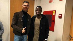 Vinicius Jr., junto a Cristiano Ronaldo