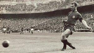 El Barça juega en la ciudad natal de Kubala (1927-2002)