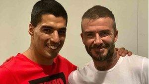 David Beckham, junto a Luis Suárez