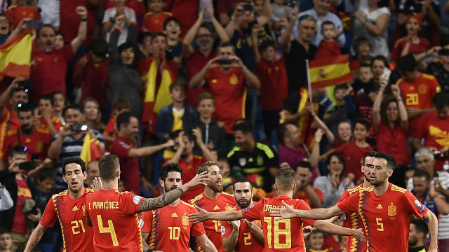 España golea a Suecia