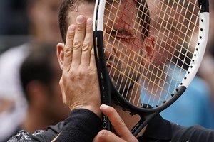 Grigor Dimitrov de Bulgaria reacciona y celebra después de ganar contra Janko Tipsarevic de Serbia al final de su primer partido individual de hombres en el primer día del torneo de tenis Roland Garros 2019 Open en París.
