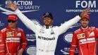 Hamilton, eufórico, rodeado de los pilotos de Ferrari