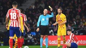 Ivan Rakitic actuó de mediocentro ante el Atlético