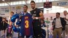 Joan Linares recibió una camiseta con su nombre del Barça Lassa