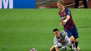 De Jong fue de los mejores del Barça ante el Nápoles