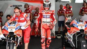 Jorge Lorenzo, en el box de Ducati