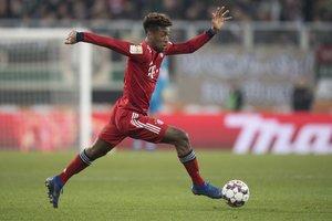 Kingsley Coman del Bayern Munich en accion durante el partido de la Bundesliga entre FC Augsburg y FC Bayern Munich en Augsburg, Alemania.